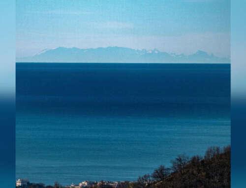 I monti innevati della Corsica, visti da Genova!