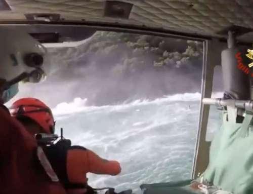 Salvataggio di un giovane, ieri, alla baia di San Fruttuoso di Camogli [VIDEO]